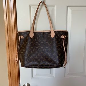 Louis Vuitton Neverfull MM with interior pouch